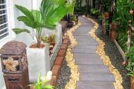 Дизайн участка: дорожки на даче около дома