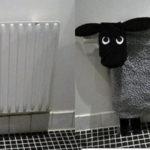 Меховой чехол на батарею в детскую комнату