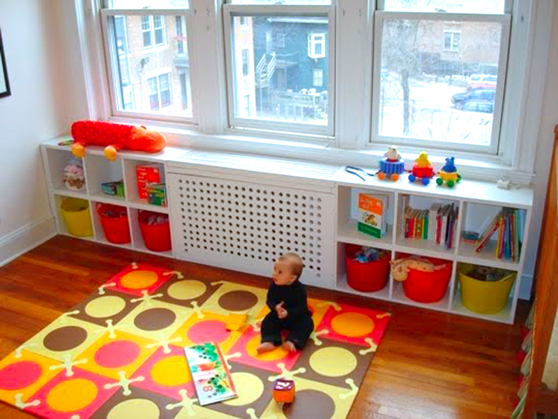 Экран-короб с полками под игрушки в детской комнате