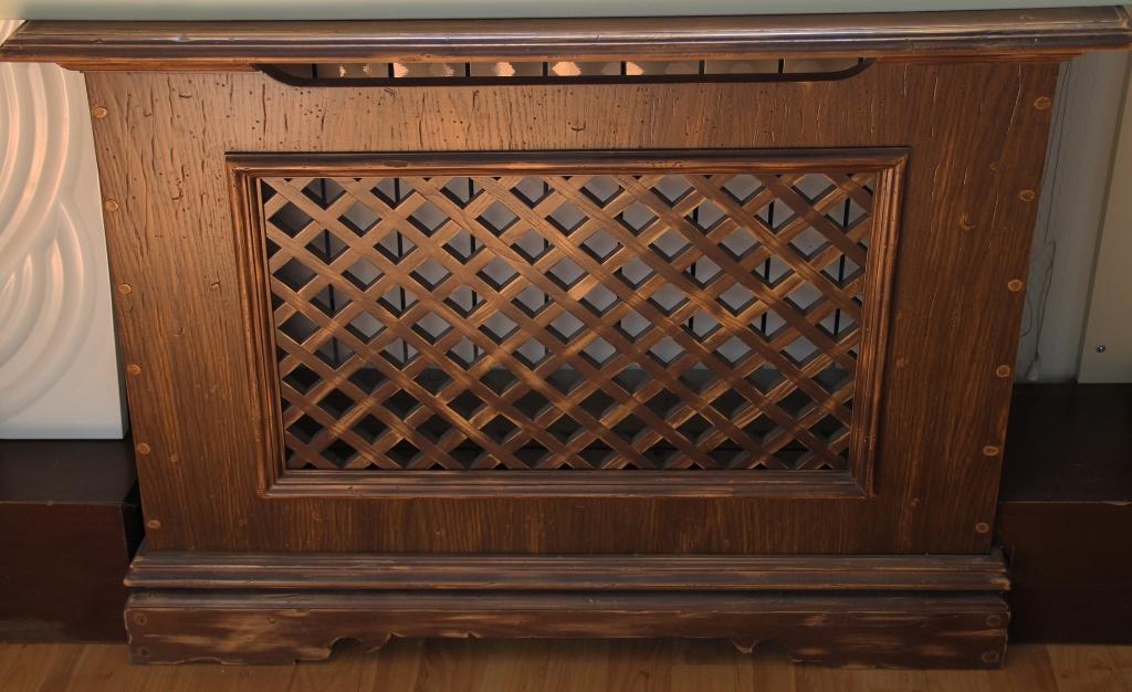 Деревянная решетка-короб на батарею