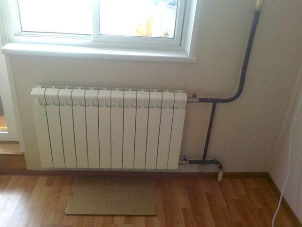 Как правильно повесить радиатор отопления