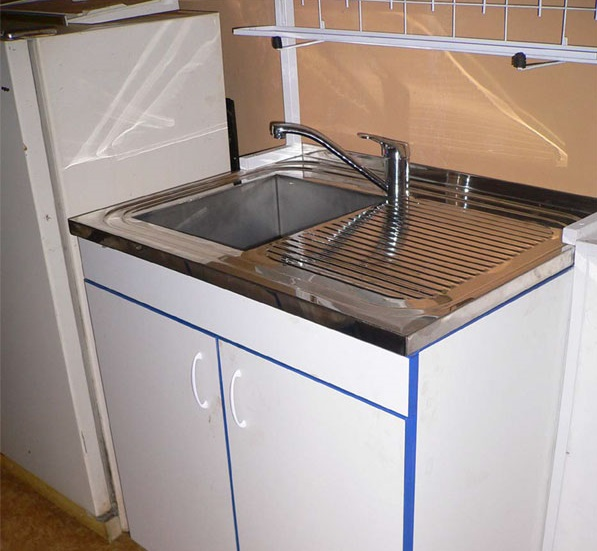 Накладные мойки для кухни: специфика, установка и размеры