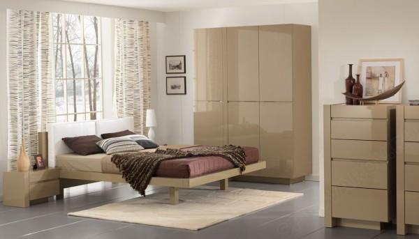 Глянец в спальне: дизайн ярких помещений